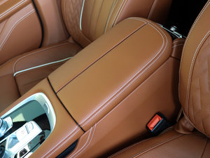 2018款740Li xDrive 尊享型 卓越套装 前排中央扶手