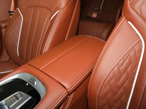 2018款740Li xDrive 尊享型 M运动套装 前排中央扶手