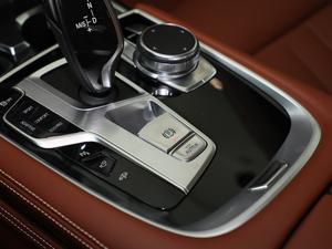 2018款740Li xDrive 尊享型 M运动套装 驻车制动器