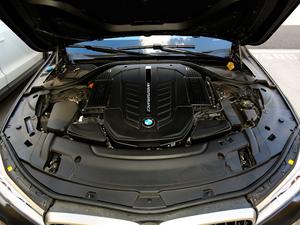 2018款M760Li xDrive 发动机