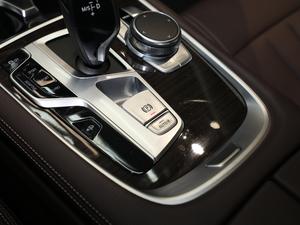 2018款730Li 领先型 卓越套装 驻车制动器