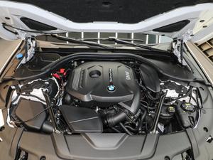 2018款730Li 领先型 卓越套装 发动机