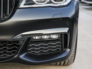 2018款740Li xDrive 尊享型 M运动套装 黑焰版 雾灯