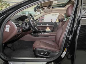 2018款740Le xDrive 前排空间