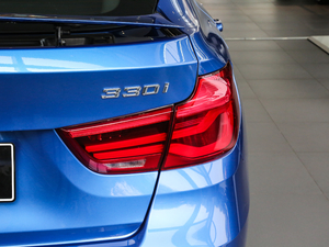 2018款330i xDrive M 运动型 尾灯