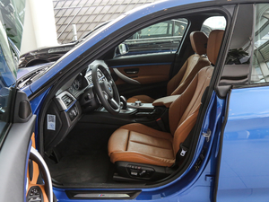 2018款330i xDrive M 运动型 前排空间