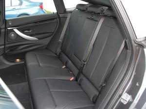 2018款320i M 运动型 后排座椅