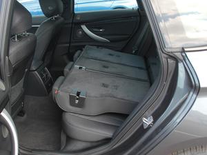 2018款320i M 运动型 后排座椅放倒