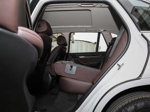2018款xDrive28i 后排座椅放倒