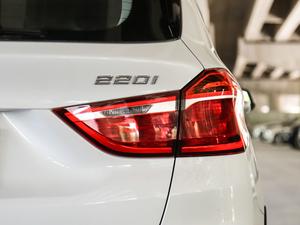 2018款220i 领先型 尾灯