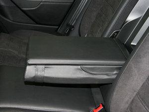2009款3.6L  旅行车 后排中央扶手