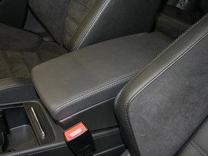 2009款3.6L  旅行车 前排中央扶手