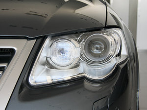 2009款3.6L  旅行车 头灯