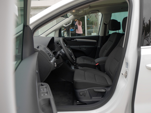 2016款380TSI 舒享型 7座 前排空间