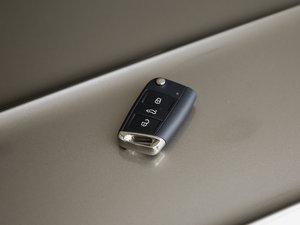 2018款330TSI 高配型 钥匙