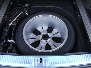 2018款380TSI 四驱纵行版 备胎