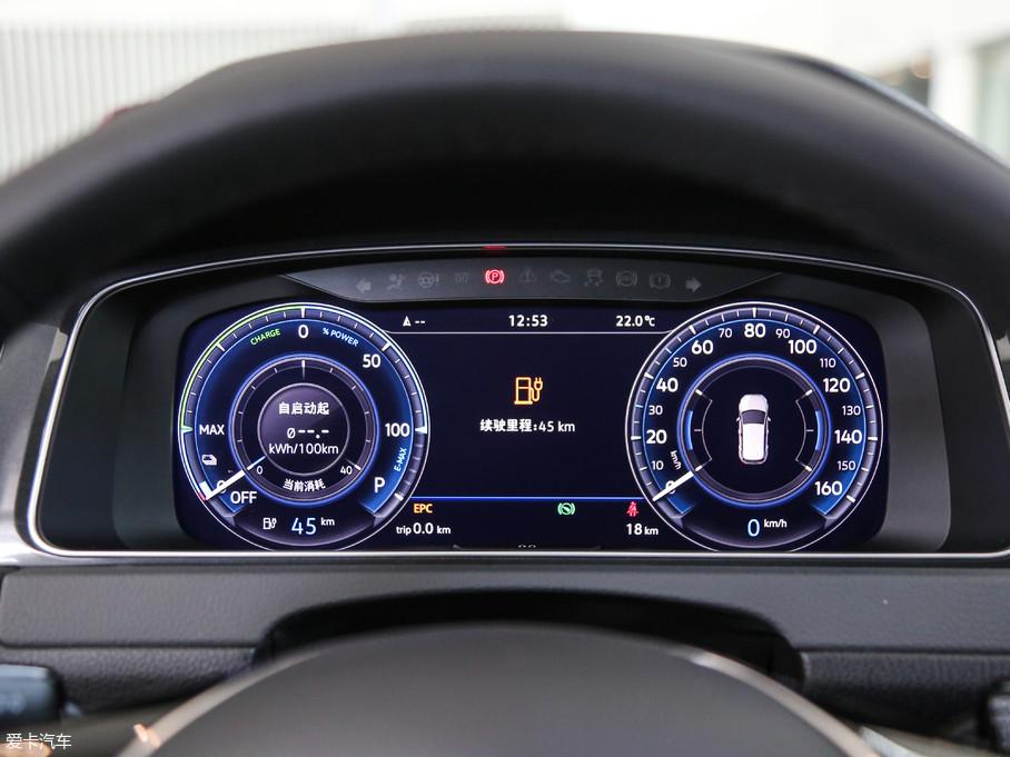 e-Golf配备有全液晶仪表盘,颜色丰富,科技感极佳。