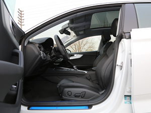 2019款Sportback 45 TFSI quattro 运动型 前排空间