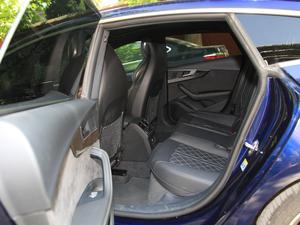 2017款3.0T Sportback 后排空间