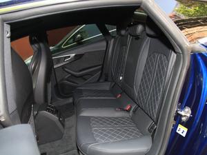 2017款3.0T Sportback 后排座椅