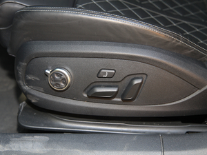 2017款3.0T Sportback 座椅调节