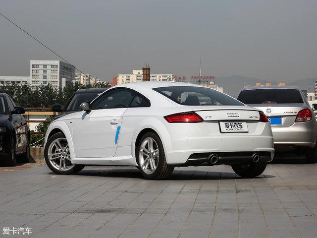 动力方面,新车搭载一台1.8T发动机,最大功率132kW(180Ps),峰值扭矩280Nm,传动匹配6速S tronic双离合变速箱。据官方数据,新车0-100km/h加速时间为7s,极速可达228km/h。