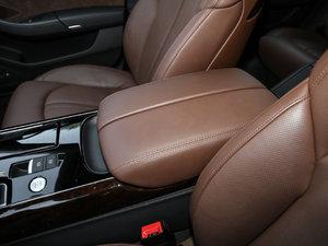 2017款50 TFSI quattro 尊贵型 前排中央扶手