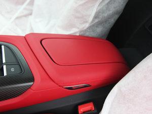 2017款V10 Coupe 前排中央扶手