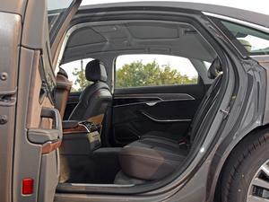 2018款55TFSI quattro 豪华型 后排空间