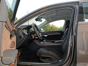 2018款55TFSI quattro 豪华型 前排空间