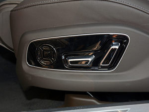 2018款55TFSI quattro 豪华型 座椅调节