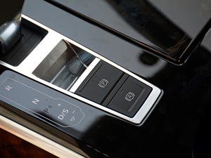 2018款55TFSI quattro 豪华型 驻车制动器