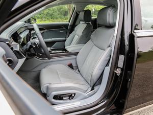 2018款55TFSI quattro 尊贵型 前排座椅