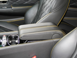 2014款4.0T GT V8 S 敞篷标准版 前排中央扶手