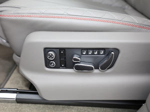 2018款4.0T V8 座椅调节