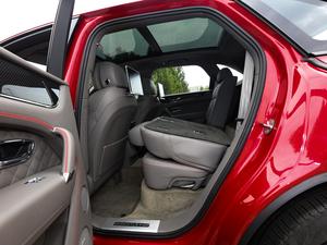 2018款4.0T V8 后排座椅放倒