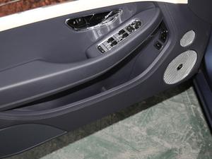 2018款6.0T GT W12 车门储物空间