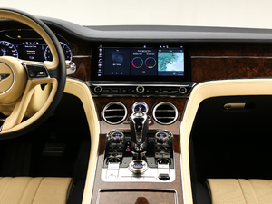 2018款6.0T GT W12 中控台