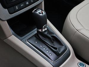 2013款1.8T 尊贵版 变速挡杆