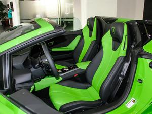 2017款RWD Spyder 前排座椅