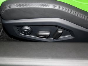 2017款RWD Spyder 座椅调节
