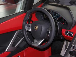 2018款Aventador S Roadster 方向盘