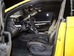 2018款4.0T V8 前排空间