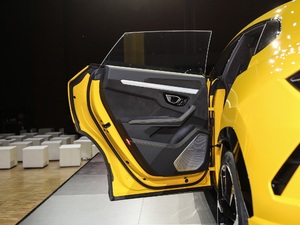 2018款4.0T V8 后车门
