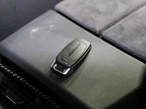 2018款4.0T V8 钥匙