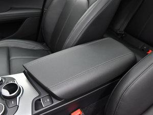 2017款280HP 豪华版 前排中央扶手