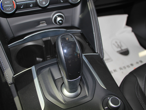 2017款200HP 精英版 变速挡杆