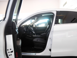 2017款280HP 豪华版 前排空间