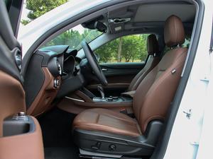 2017款200HP 豪华版 前排空间