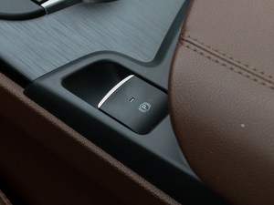 2017款200HP 豪华版 驻车制动器